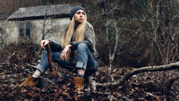 Blone-Girl-in-the-Woods 1